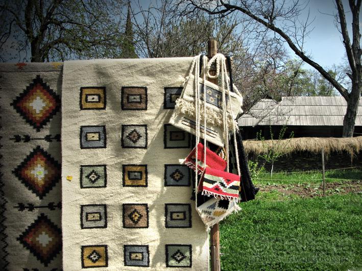 http://4.bp.blogspot.com/-sQ8vsnLizyo/Ta5r-CbEWrI/AAAAAAAAFCs/LTEpBrrsAOE/s1600/carpets-in-village-museum-photographis.jpg
