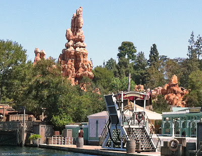 Big Thunder Mountain Railroad Disneyland river Frontierland