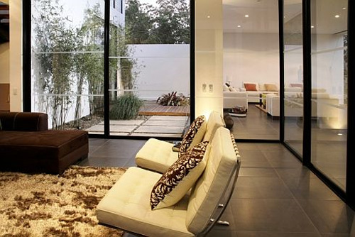 Promotion Of Natural Light During The Day And Becomes A Nice House  Illuminated At Night, It Is Perfect For Families Or Young Singles.