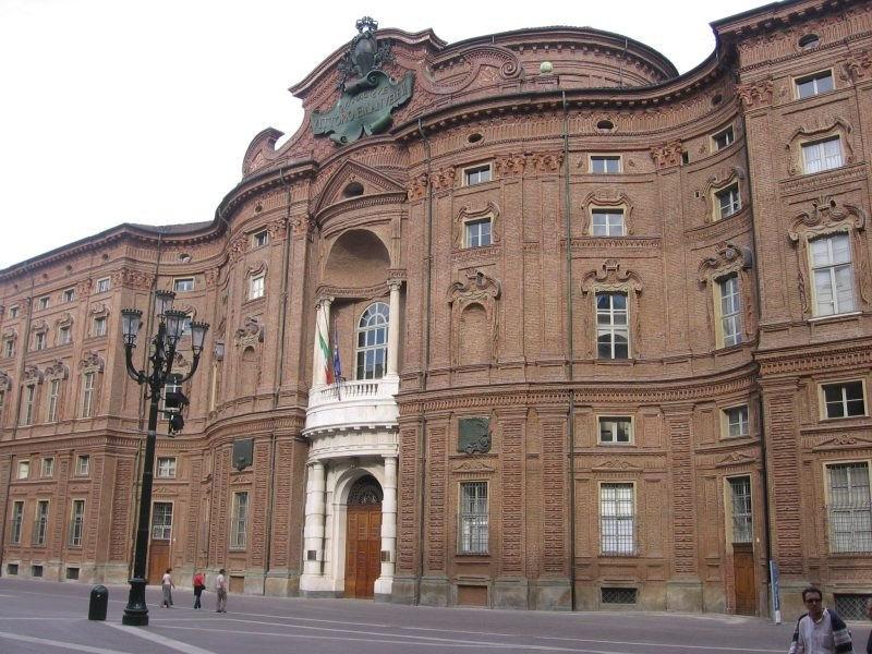 Antonella colaninno sensazioni in arte palazzo carignano for Palazzo parlamento italiano