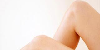 Cara memutihkan lutut dan siku
