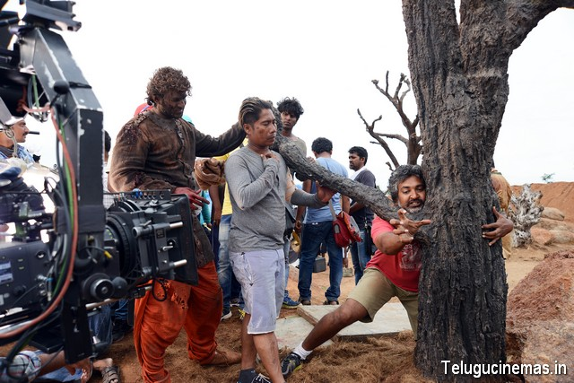 Baahubali Working Stills,Baahubali photo gallery,Baahubali working images,Baahubali new photos,Baahubali on location photos,Baahubali pictures,Baahubali image gallery,Baahubali Telugucinemas.in ,Baahubali news ,Baahubali gallery,S.S.Rajamouli on location Baahubali pics,Baahubali wallpapers,Baahubali Telugucinemas.in
