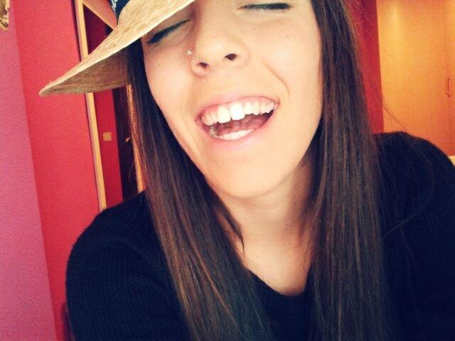 'yo siempre soy feliz,porque nunca espero nada de nadie