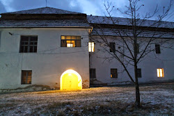 Ferences kolostor és bejárata