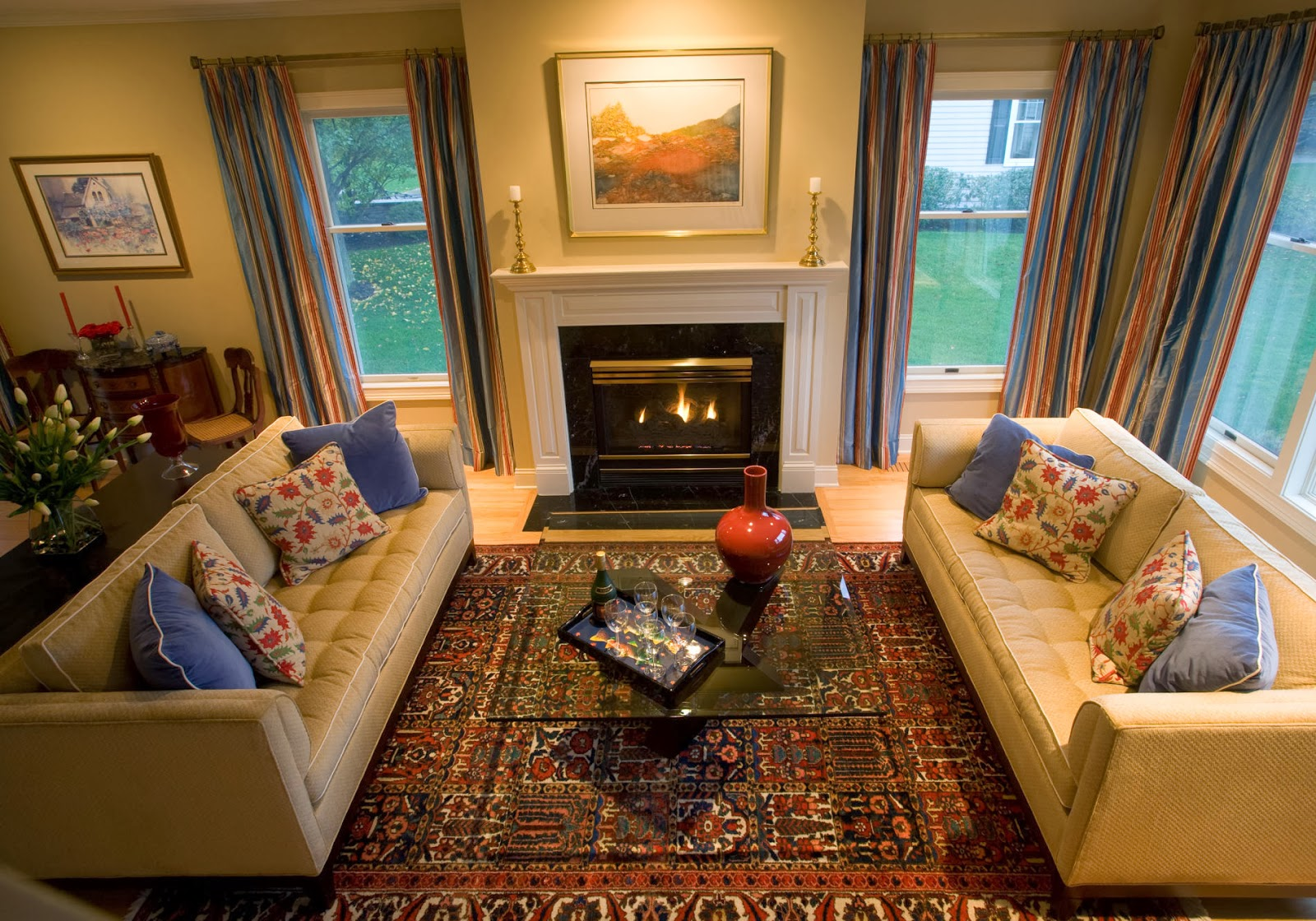 This elegant living room has pops of colors for an attractive twist.