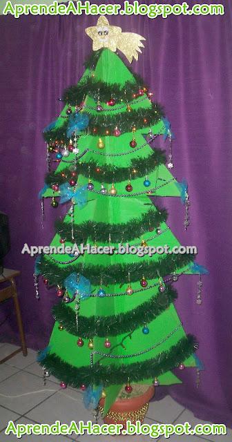 Árbol de navidad de cartón reciclado