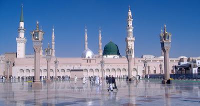 """<a href="""" http://4.bp.blogspot.com/-sR6PQnAvEU4/USNIV32YhZI/AAAAAAAAB8I/mLkU9A6RBa0/s400/Masjid+Termegah+dan+Terbesar+di+Dunia2.jpg""""><img alt=""""Tempat beribadah umat islam, Masjid Termegah dan Terbesar di Dunia, Masjid Nabawi di Madinah, Arab Saudi """" src="""" http://4.bp.blogspot.com/-sR6PQnAvEU4/USNIV32YhZI/AAAAAAAAB8I/mLkU9A6RBa0/s400/Masjid+Termegah+dan+Terbesar+di+Dunia2.jpg""""/></a>"""