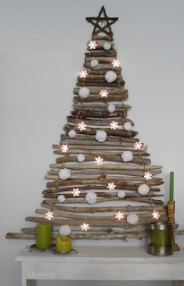 http://4.bp.blogspot.com/-sR6swGuIu44/UKXE-am41sI/AAAAAAAAeFo/IA3WNKicawY/s320/Arboles+de+Navidad+con+Ramas+Secas,+10+Ideas+Ecol%C3%B3gicas+para+esta+Navidad5.jpg