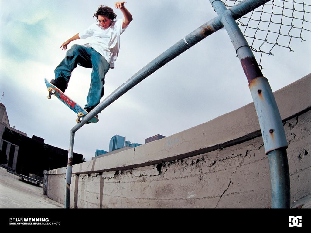 http://4.bp.blogspot.com/-sRA2PUAyotA/TYevO9df3eI/AAAAAAAAACs/SCtKHyvTVEg/s1600/skateboarding_wallpaper-1024x768.jpg