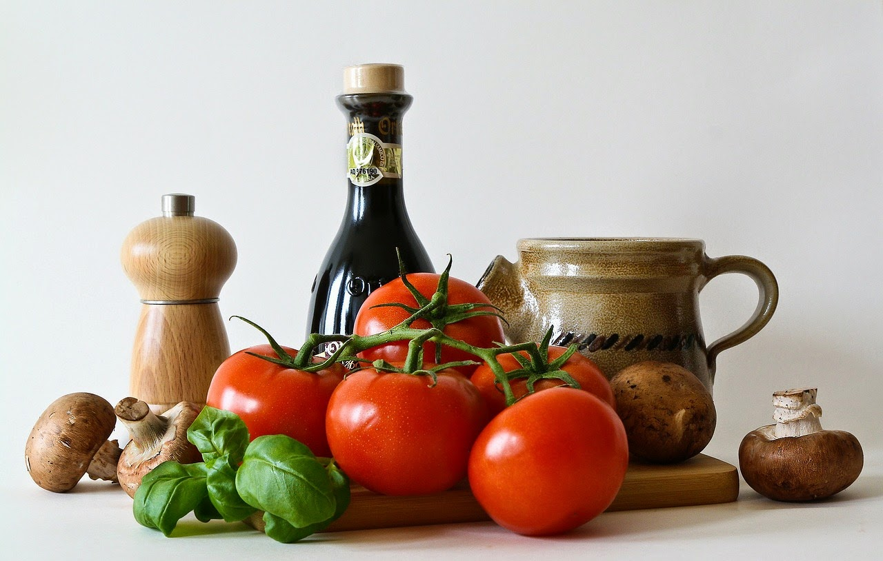 Gemüse und Gewürzmühlen