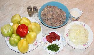ce ingrediente ne trebuie pentru mancarea din ardei si rosii umplute cu peste si legume la cuptor, retete culinare, retete de peste, preparate din peste, peste si legume la cuptor retete,