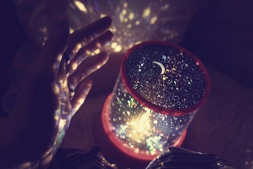 http://4.bp.blogspot.com/-sS3C7P7r_Ic/TpmXvmo-BmI/AAAAAAAAAbI/EYr_XdVTO3Q/s1600/reflexo-estrelas_large.jpg
