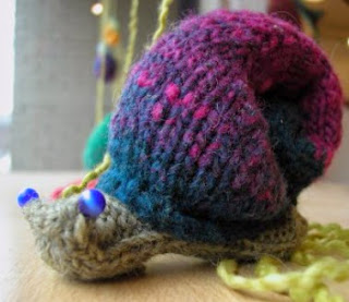 http://translate.google.es/translate?hl=es&sl=en&tl=es&u=http%3A%2F%2Ftorontoknitcafe.wordpress.com%2F2012%2F04%2F01%2Fat-a-snails-pace%2F
