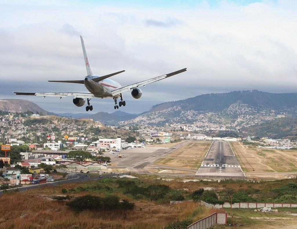 10 Lapangan Terbang Ini Disenarai Berbahaya Untuk Mendarat 10 gambar