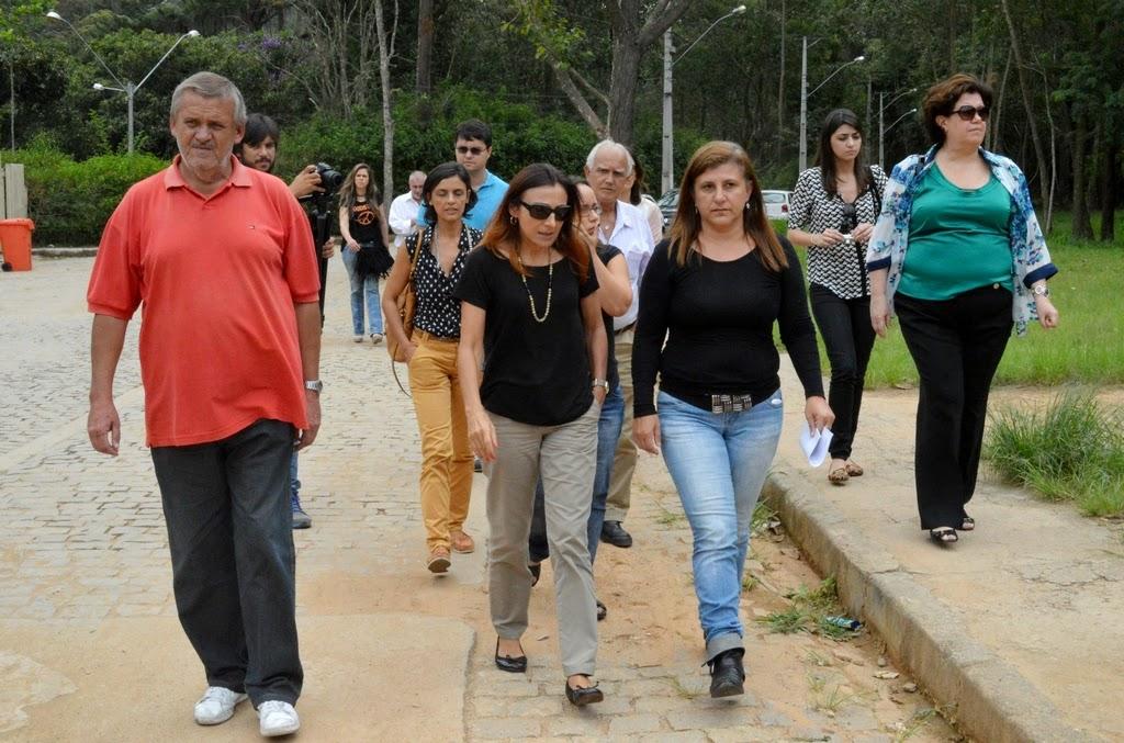 Representantes dos governos estadual e municipal em vistoria ao terreno na Fonte Santa, onde serão construídas 128 unidades habitacionais