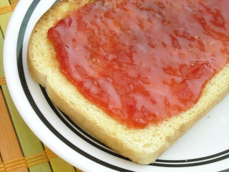A Crafty Cook: Strawberry Raspberry Freezer Jam