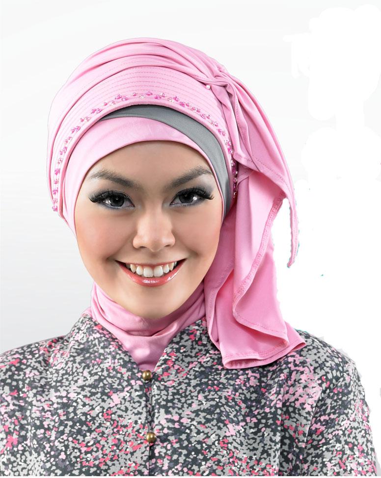 Jilbab Segi Empat Untuk Wisuda