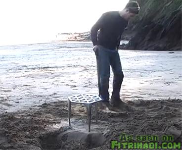 meja besi pantai