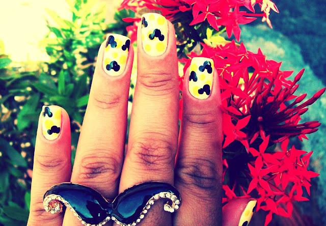 Unha Decorada - Mickey sobre Amarelo