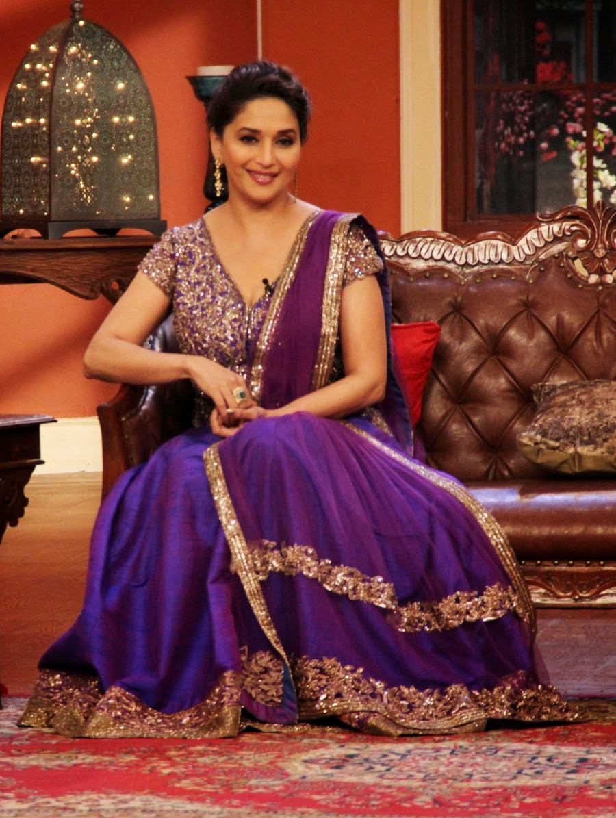 http://4.bp.blogspot.com/-sThImP778ds/UqxApcHSumI/AAAAAAABm5I/9vM9_QHXFc4/s1600/Dedh-Ishqiya-Promotions-Comedy-Nights-With-Kapil-Sets.JPG