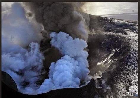 Evacuan áreas cercanas a un volcán islandés por peligro de erupción