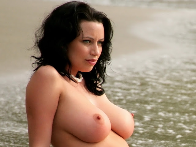 Sophie Howard Topless On The Beach Big Boobs Bouncing