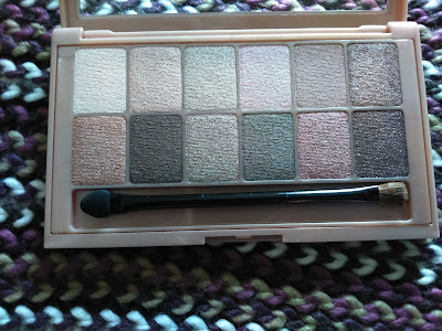 Maybelline The Blushed Nudes palette in day light
