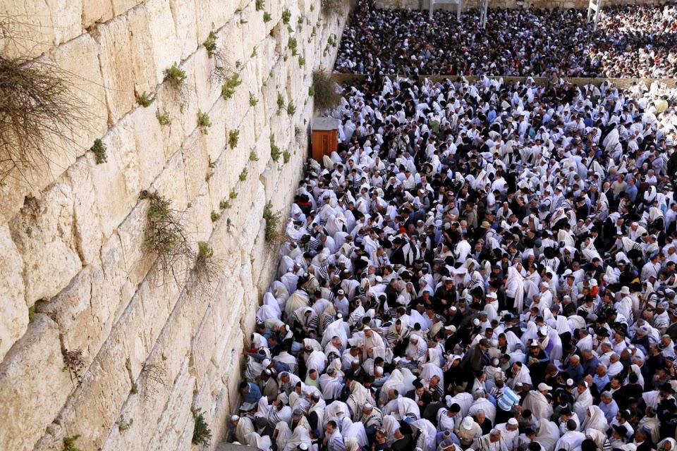 Más de 75.000 personas se acercaron al Muro de los Lamentos para la bendición sacerdotal de Pesaj 1