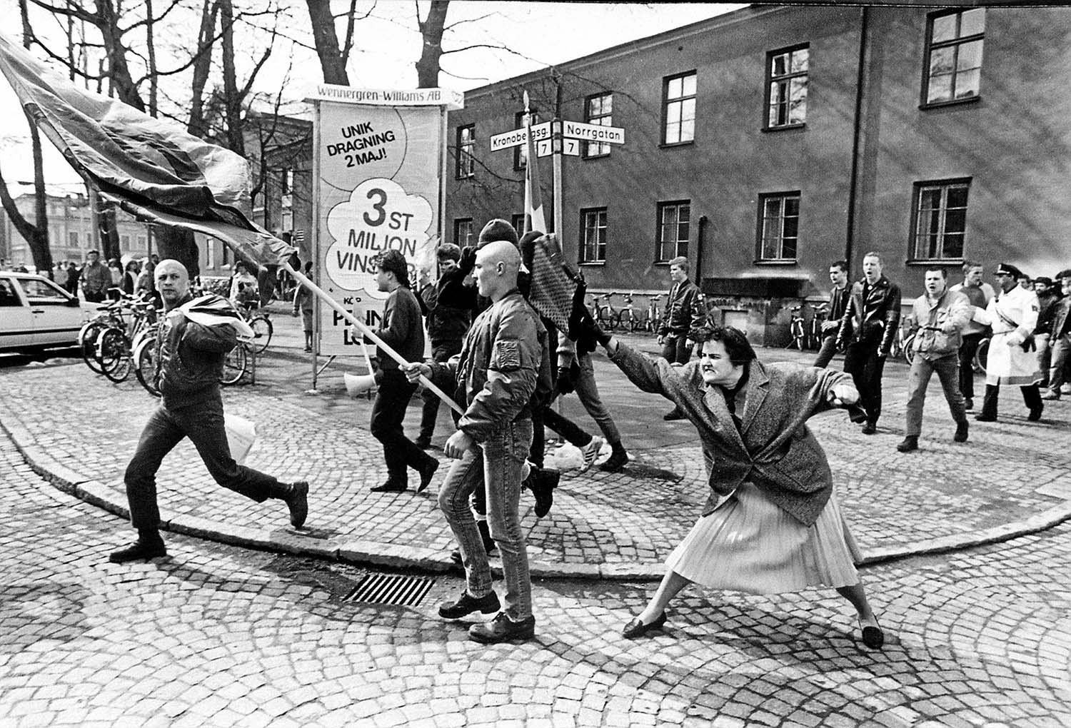 The Jewish Danielsson, whose mother survived Auschwitz, struck the skinhead during a march in the Swedish town of Växjö, 1985.
