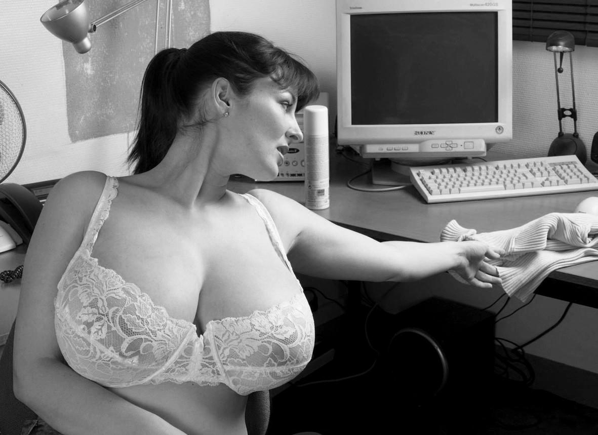 Gros seins femme mature se fait baiser - putainpornocom