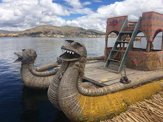 embarcación de totora de los uros