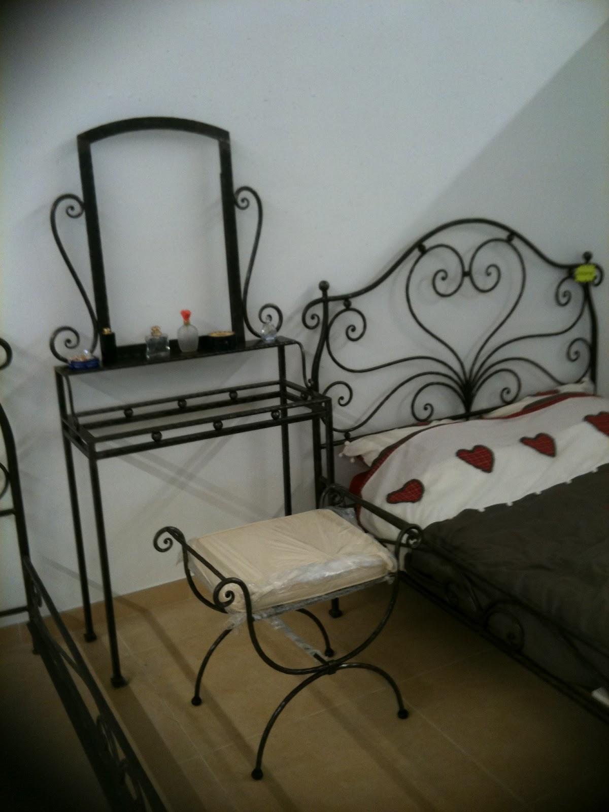 mobilier fer forg. Black Bedroom Furniture Sets. Home Design Ideas
