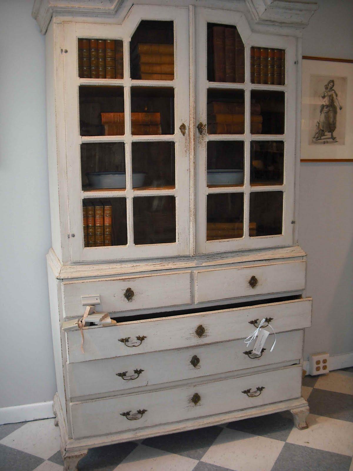 http://4.bp.blogspot.com/-sV8ZRLmmZD8/ThVdVq3OZfI/AAAAAAAABXk/Dv1kuNyU3iA/s1600/Cabinet.jpg