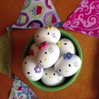 Come-decorare-le-uova-di-Pasqua-Hello-Kitty