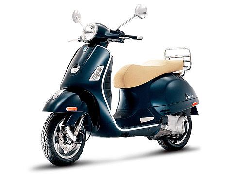 2013 Vespa GTS 300ie scooter pictures | Size 480x360 pixels