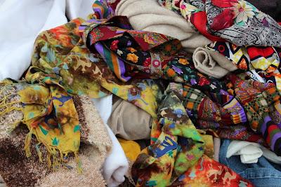 Vossenplein, flea market, flea market Brussels, Place du Jeu de Balle, Marollen, Marolles, thrifting Brussels, vintage Brussels, vlooienmarkt, tweedehands Brussel, vintage scarves