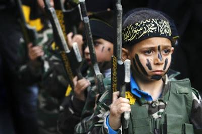 Με χρήματα οι τζιχαντιστές δελεάζουν και στρατολογούν παιδιά για να γίνουν οι νέοι μακελάρηδες