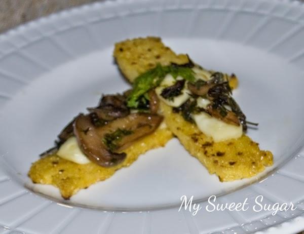 antipasto di polenta grigliata con funghi e brie