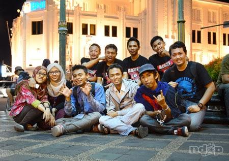 foto bersama blogger kediri di nol kilometer jogja