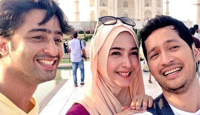 Model Jilbab Ala Nabila Syakieb Cinta Dilangit Taj Mahal