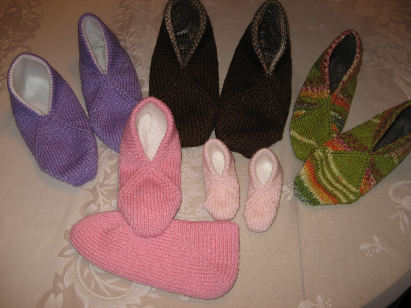 Knitting Grandma Slippers : Diana natters on about machine knitting: footnotes: goodies to