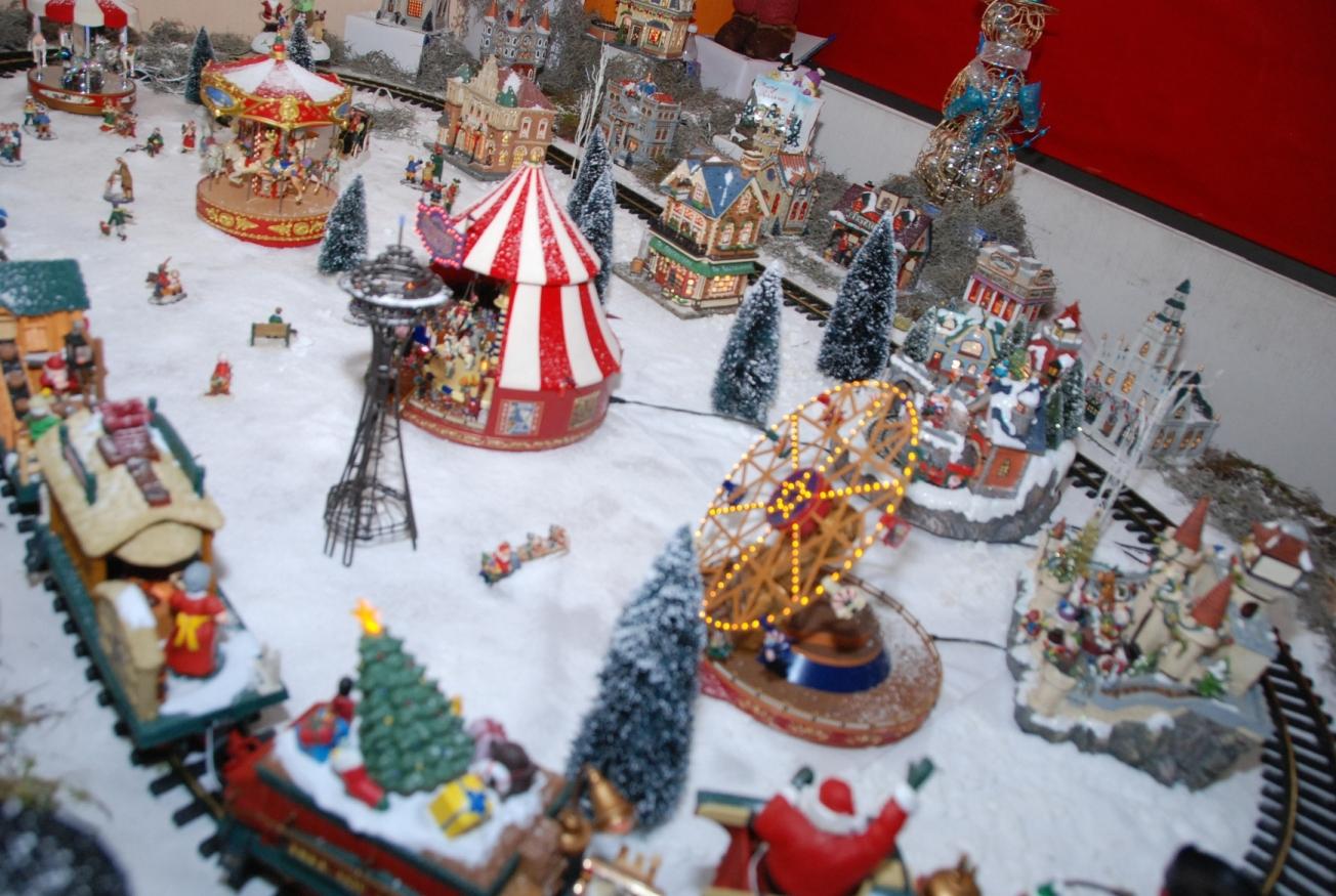 Cronista de ecatepec polic as de ecatepec tienen villa for Villas navidenas de porcelana