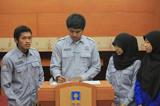 Kiri-Kanan: Putut (Ketua TBMM 2013/2014), Olan (Ketua TBMM 2012/2013), Arit (Sekretaris TBMM 2012/2013), Mutia (Sekretaris TBMM 2013/2014)