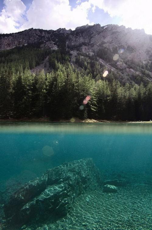 Kỳ lạ công viên cứ vào mùa hè lại biến thành hồ nước
