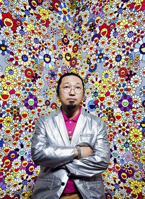 Takashi Murakami su sfondo di margherite