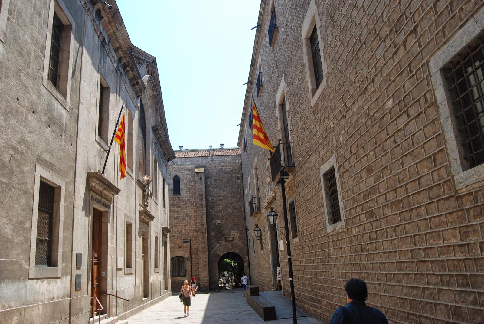 El Instituto de Estudios Catalanes. Su sede de la Casa de ...