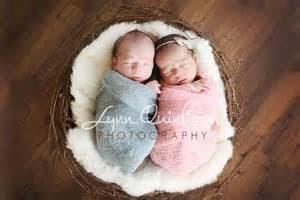 foto bayi kembar sedang tidur bagus