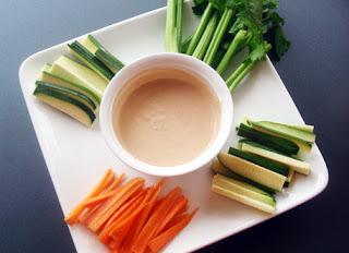 hortalizas frescas con salsa (dip con crudités)