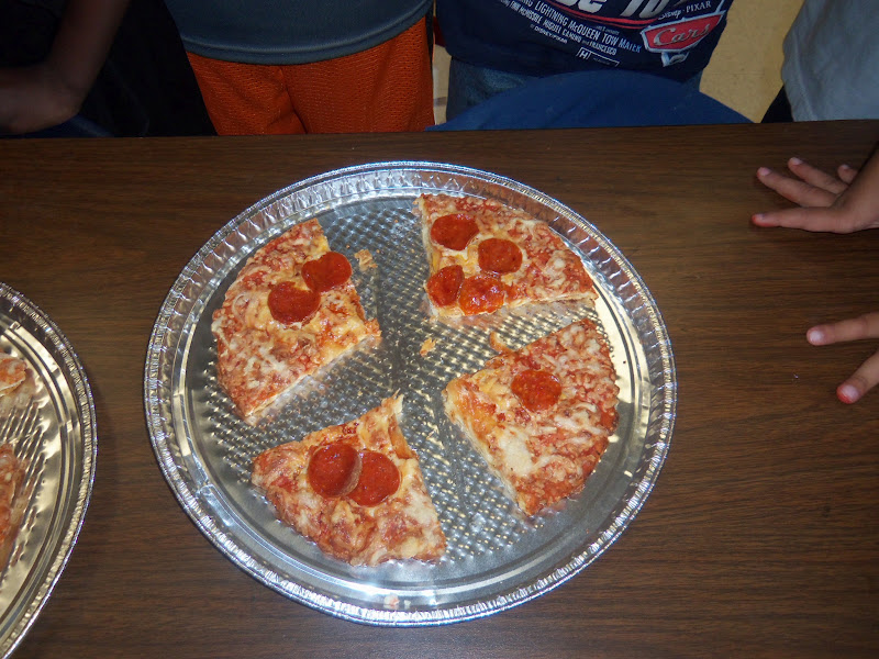 Finally the students drew lines to labeled their paper plate pizza\u0027s to show 1/2 1/4 and 1/8. & Mrs. Wood\u0027s Kindergarten Class: Pizza Fractions!