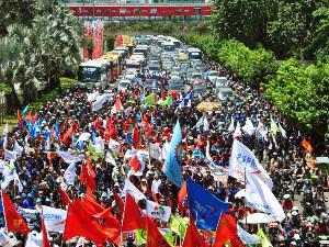 Dilema Pasca Demo BBM, Demo Berhasil Tapi Harga Udah Pada Naik